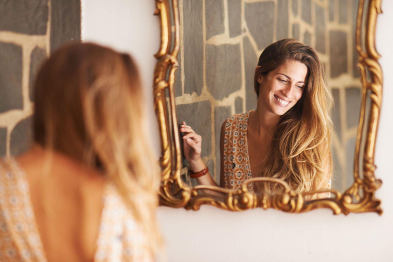 Foto Mulher Reflexo espelho